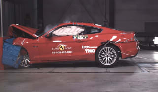 Ford Mustang 2 star crash test