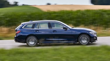 BMW 3 Series Touring - side action