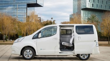 Nissan e-NV200 - side