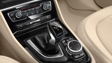 BMW 225xe - centre console