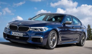 bmw m550i - tracking front quarter