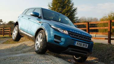 Range Rover Evoque 2WD front three-quarters
