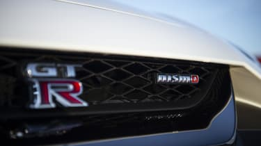 Nissan GT-R NISMO - badge
