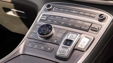 Hyundai Santa Fe Hybrid - centre console