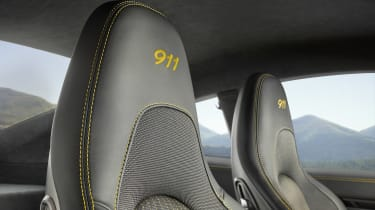 Porsche 911 Carrera T - front seat detail