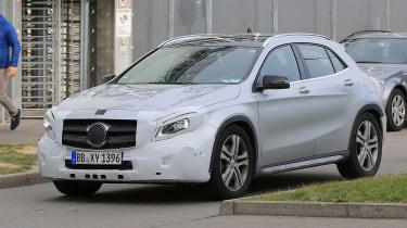 Mercedes GLA facelift 2017 spied 3