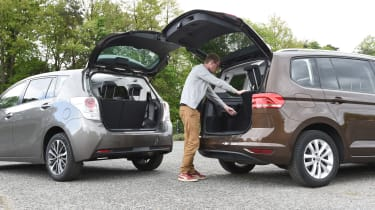 Toyota Verso vs Volkswagen Touran - rear space