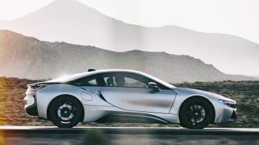 BMW i8 - side