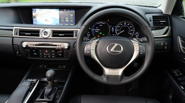 Lexus GS 300h Luxury interior