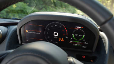 McLaren 720S - dials