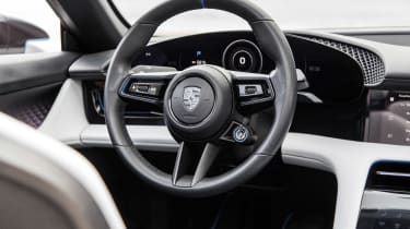 Porsche Mission E Cross Turimso - steering wheel
