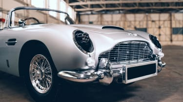 Aston Martin DB5 replica No Time To Die - guns