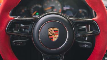Porsche 911 GT2 RS - steering wheel