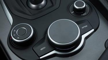 Alfa Romeo Giulia - infotainment controls