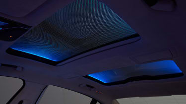 BMW 740Ld xDrive - roof lighting