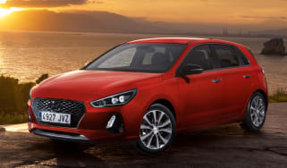 Hyundai i30 2017 - red front quarter