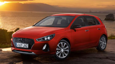 Hyundai i30 2017 - red front quarter