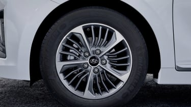 Hyundai Ioniq Plug-in - wheel