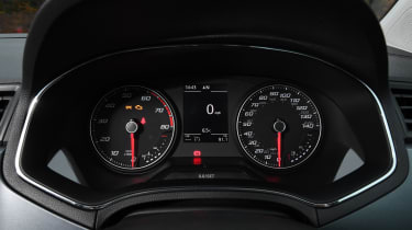 seat arona interior dashboard instruments