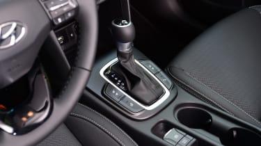 Hyundai Kona Hybrid - gear