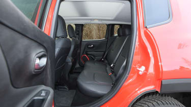 Jeep Renegade - rear seats