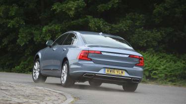 Volvo S90 - UK - rear cornering