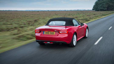 Fiat 124 Spider - rear tracking
