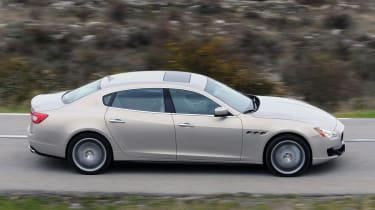 Maserati Quattroporte panning