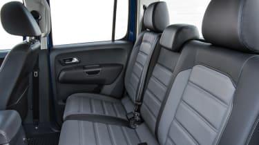 Volkswagen Amarok pick-up 2016 - rear seats