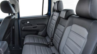 Volkswagen Amarok pick-up 2016 - rear seats