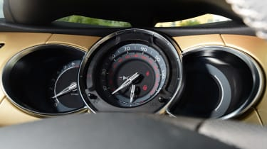 DS 3 Performance Cabrio 2016 - dials