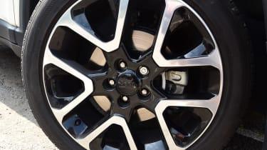 Jeep Compass - wheel