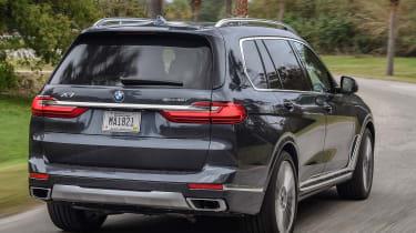 BMW X7 - rear cornering