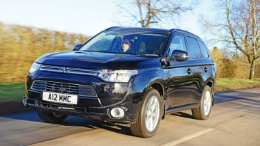 Mitsubishi Outlander PHEV - front tracking