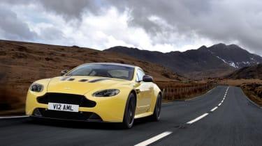 Aston Martin V12 Vantage S 2014 tracking