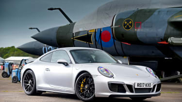 Porsche 911 GTS - front static