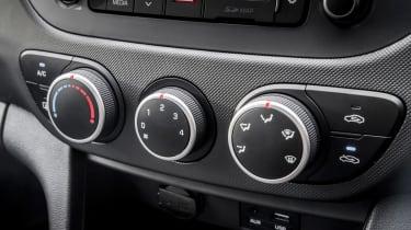 Hyundai i10 Play - centre console