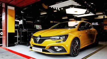 Renault Megane RS Trophy - front garage