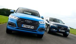Audi Q5 TFSI e vs Volvo XC60 T8 - front