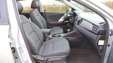 Kia Niro 2016 review - front seats