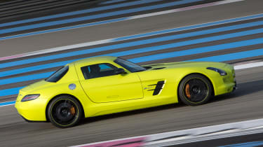 Mercedes SLS Electric Drive panning