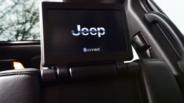 Jeep Grand Cherokee Trackhawk - rear entertainment