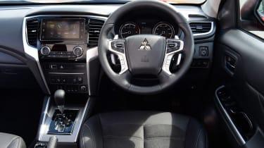 Mitsubishi L200 - interior