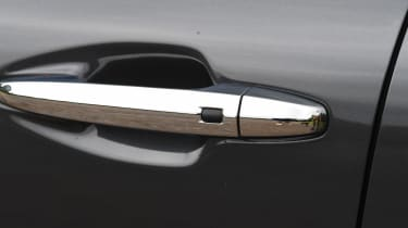 Kia e-Niro long termer - door handle