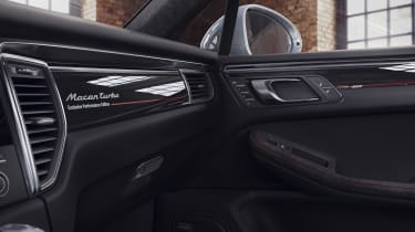 Porsche Macan Turbo Exclusive Performance Edition glovebox