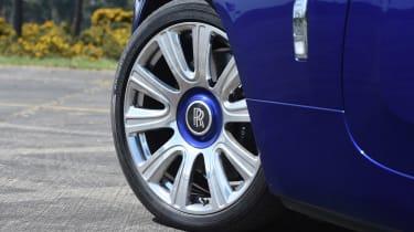 Convertible megatest - Rolls-Royce Dawn - wheel