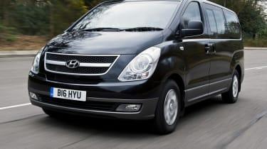 Hyundai i800 front tracking