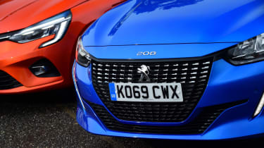 Peugeot 208 vs Renault Clio - front detail
