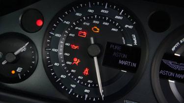 Aston Martin V8 Vantage N430 - dials