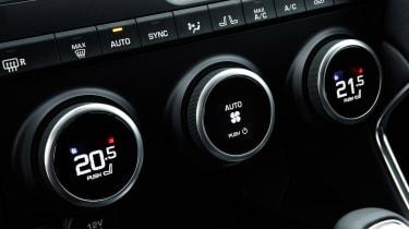 Jaguar E-Pace 240D diesel - controls